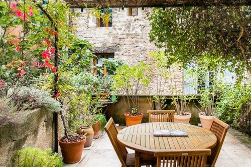 Visiter le Luberon depuis un appartement confortable au centre de Bonnieux.