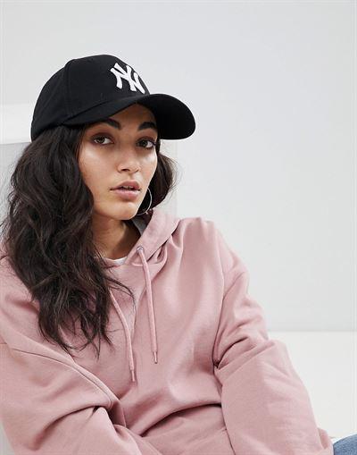 New Era black NY 9forty cap